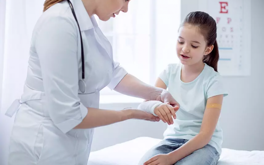 Primul ajutor la copii în caz de fracturi, entorse și luxații