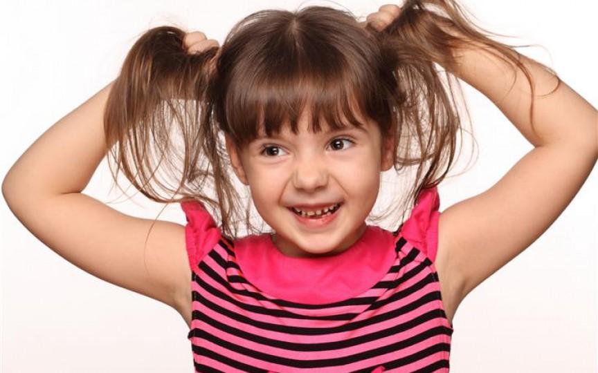 Căderea părului la copii poate ascunde probleme grave de sănătate. Nu le ignorați!
