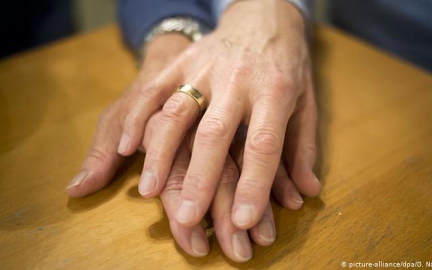 """Psiholog despre cupluri în Germania: Nu vei vedea bărbaţi care fac copii şi lasă mamele să aibă grijă, deoarece ei """"aduc bani în casă"""""""