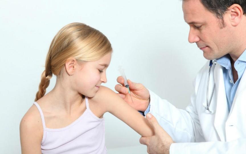 Franța majorează numărul de vaccinuri obligatorii pentru copii, iar părinții riscă sancțiuni dacă le refuză