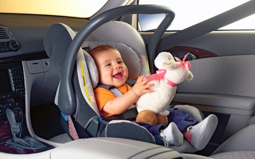 Trucuri ca să deprinzi copilul cu scaunul auto