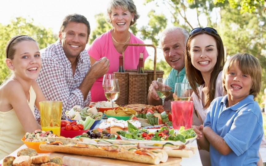 Cum consumăm în siguranță alimentele pe timp de vară