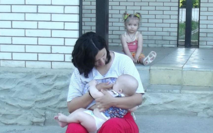 Istoria unei mame: Cum am făcut față gurii lumii alăptându-mi copilul până la 2 ani și 4 luni