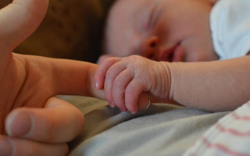 Recomandările Asociației Americane de Pediatrie cu privire la dormitul copilului în aceeași cameră cu părinții