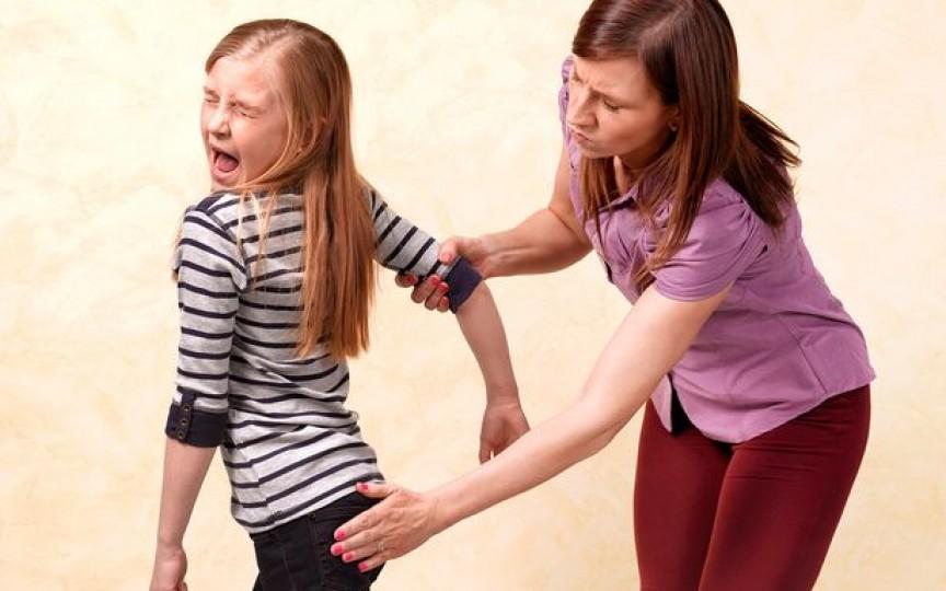 Francezii au interzis prin lege bătaia la fund a copiilor