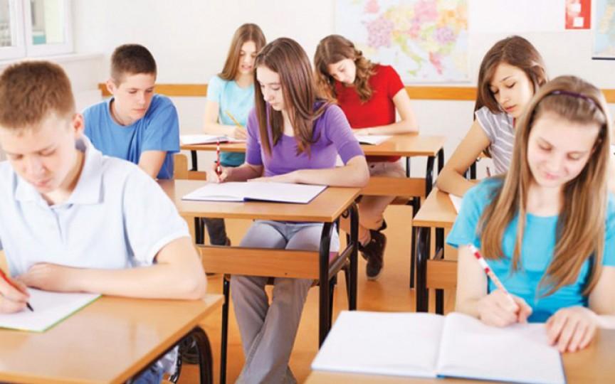 Ministrul Educației: 7 modele propuse pentru desfășurarea lecțiilor de la 1 septembrie, printre care învățarea în 2 schimburi și învățarea la distanță