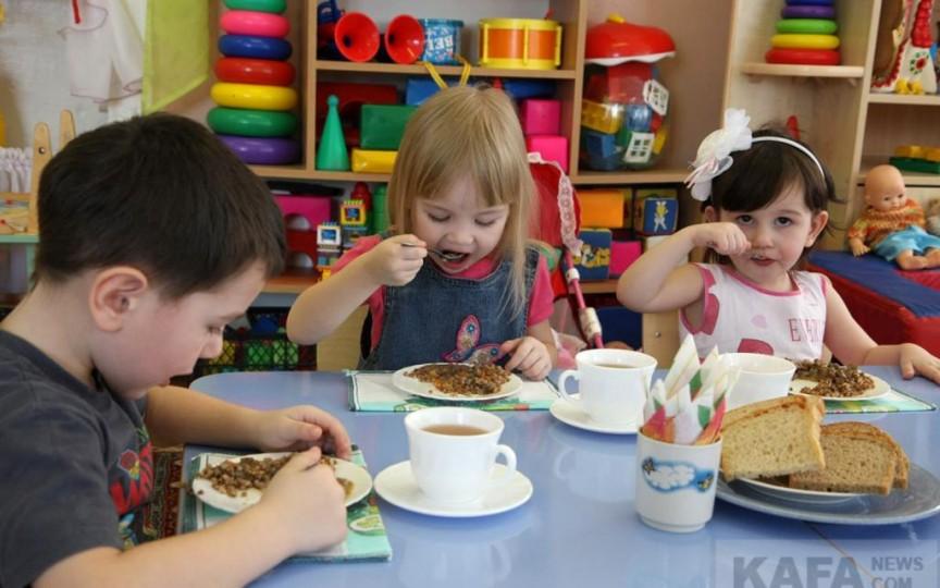Nutriționiștii au analizat meniurile grădinițelor din Chișinău. Ce greșeli au depistat!