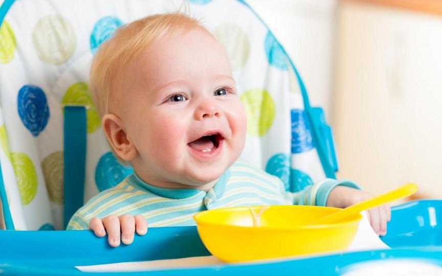 S-a descoperit soluția perfectă pentru curățarea veselei bebelușului