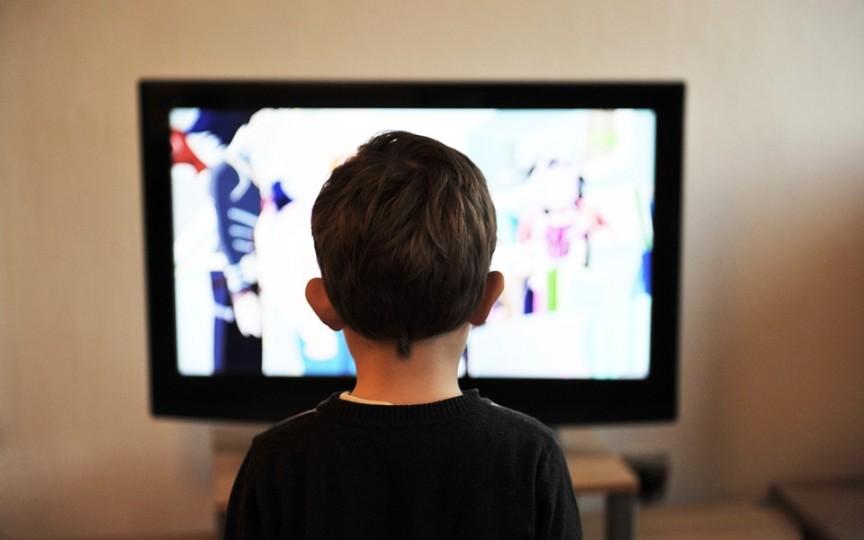 Televizorul influențează creativitatea copiilor! Bine sau rău?