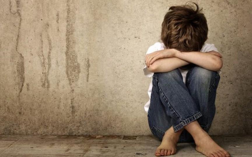 Copil de 9 ani abuzat de tată. Psihologul ne învață cum putem depista abuzul