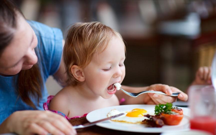 Medic pediatru: Aceste alimente sunt responsabile de aproximativ 90% dintre alergiile copilului
