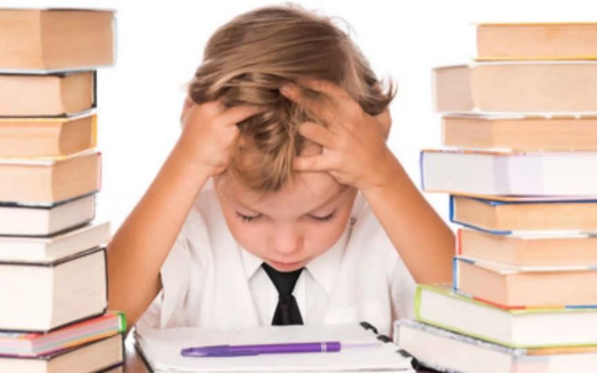 Opinie psiholog: Temele pentru acasă nu trebuie să transforme casa în a doua școală