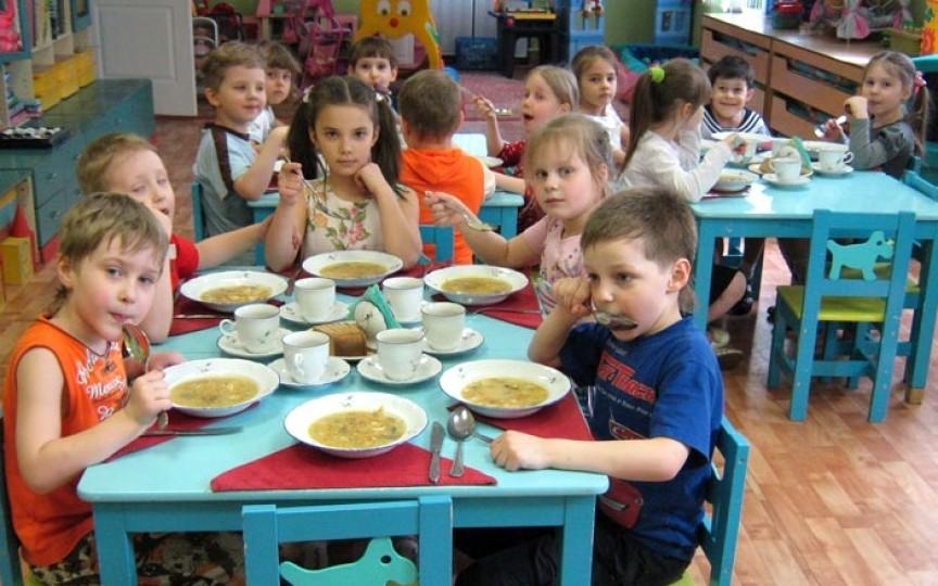 În unele grădinițe și școli nu ajung bani pentru a aplica noile meniuri alimentare