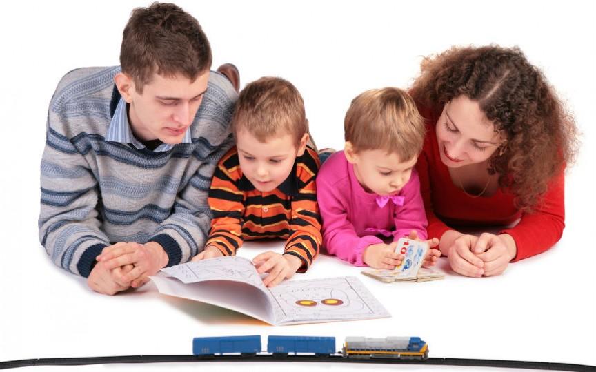 Copiii cărora li se citesc povești cresc mai inteligenți și mai sociabili