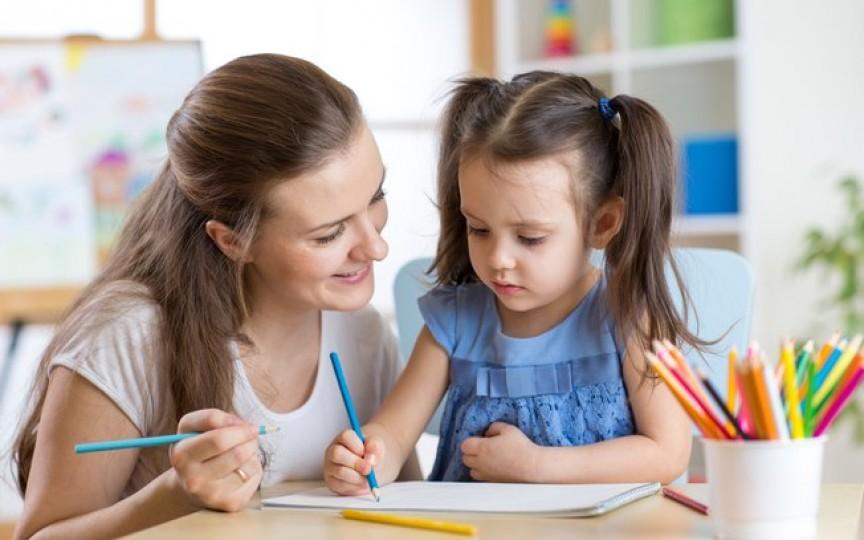 Medic neurolog: Părinții își forțează copiii să citească de la 2 ani nu pentru dezvoltarea lor, ci pentru că așa vor ei, din orgoliu