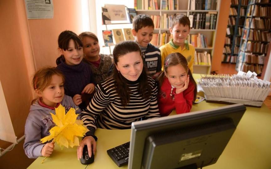 Mai multe biblioteci pentru copii din ţară vor fi echipate cu calculatoare și tablete