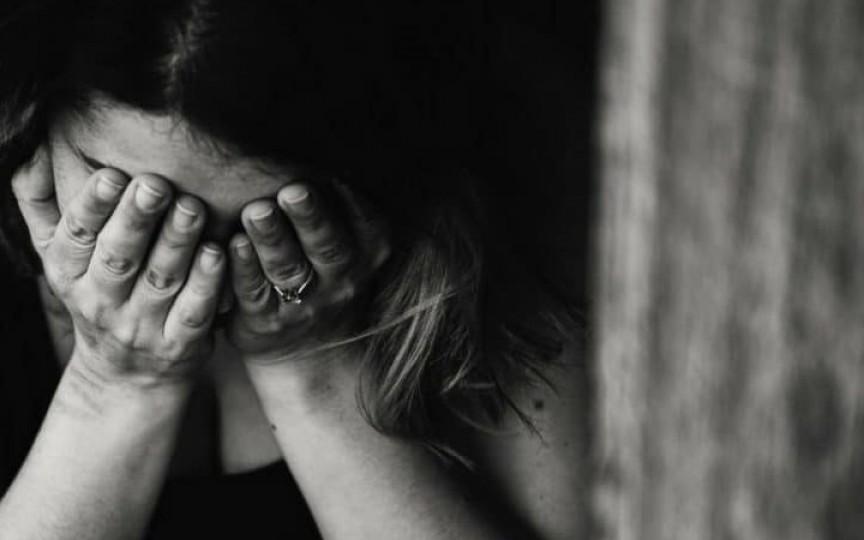 O femeie a ascultat sfaturile de pe grupurile de mămici cum să nască și și-a pierdut bebelușul