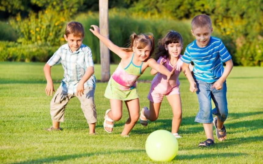 Opinia unei mame: Învață copilul să-și împartă jucăriile cu cei din jur
