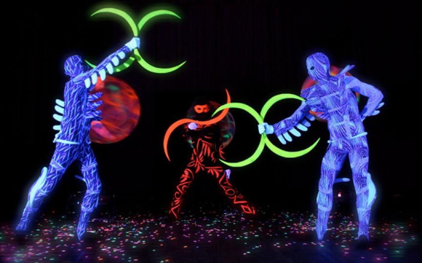 Nu rata premiera unui show fantastic pentru copii, cu lumini și costume neon
