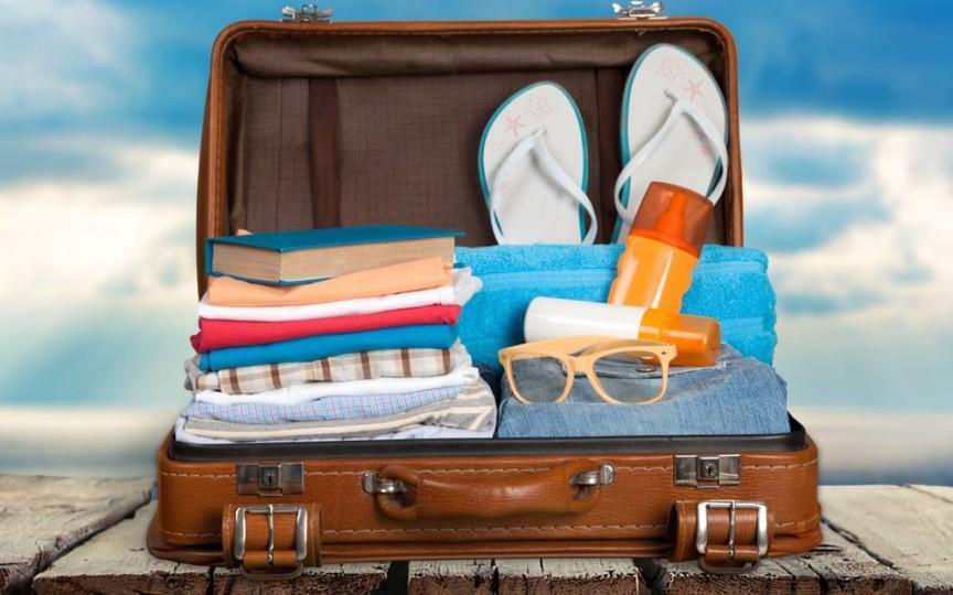 Pleci în vacanţă? Iată ce produse nu trebuie să-ţi lipsească din bagaj!