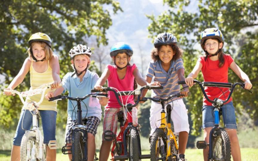 Care este vârsta la care copiii pot conduce bicicleta pe drumurile publice?