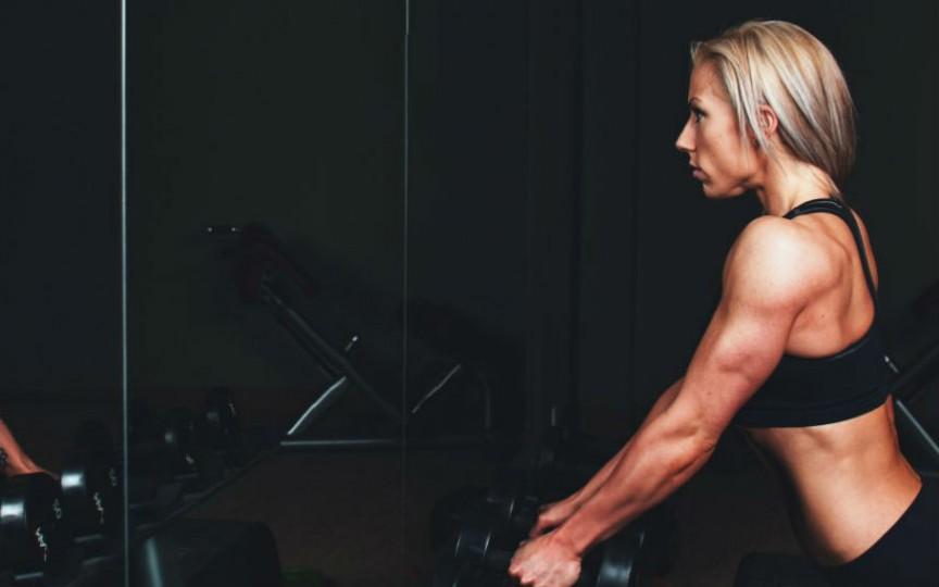 Alimentația înainte și după antrenament îi dictează organismului dacă să slăbească sau să pună mușchi