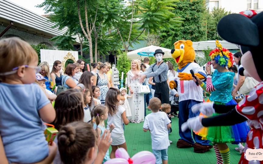 La petrecerea dată de Odoraș s-au distrat pe cinste și mamele, și copiii!