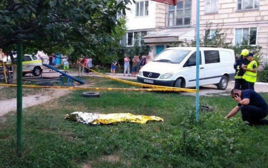 Un copil de 10 ani a decedat, iar altul e în stare gravă la spital, după ce s-au jucat cu o grenadă