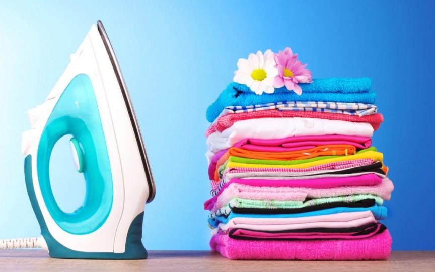 Câte luni după naştere călcăm hainele bebeluşului? Este într-adevăr nevoie să le călcăm?