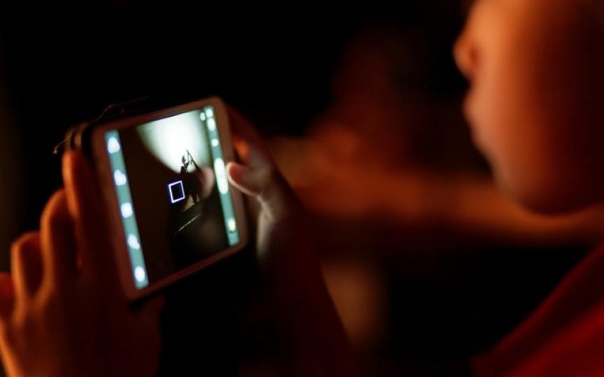 Studiu nou: Copiii lăsați în fața ecranelor se dezvoltă mai lent