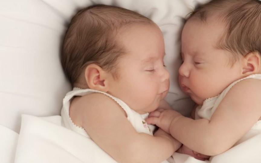 A născut 3 perechi de gemeni în 26 de luni