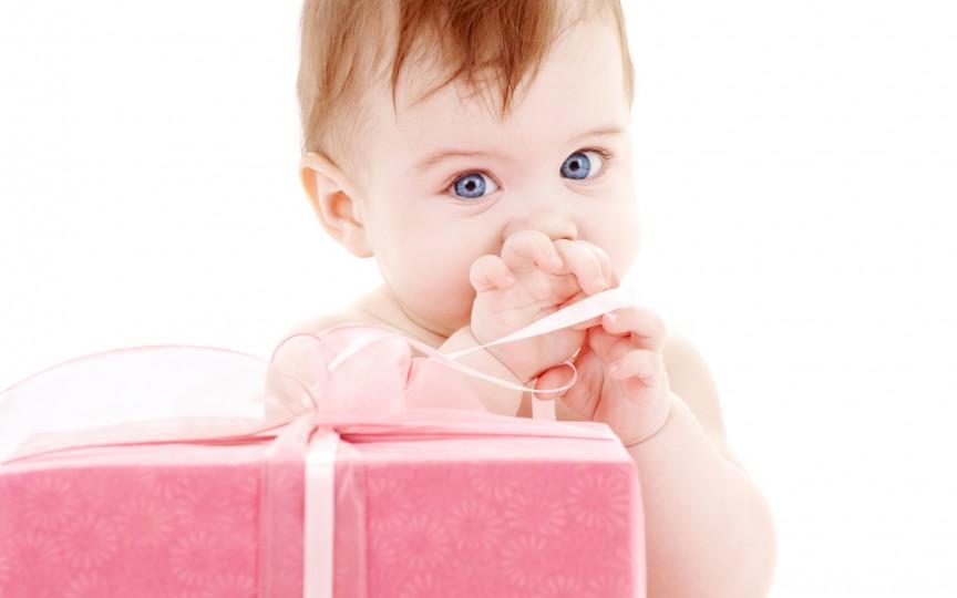 Idei de cadouri pentru bebeluşi