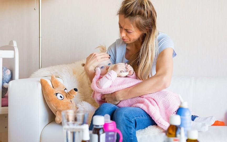 Răceala sau infecția virală – detalii pe care trebuie să le cunoască părinții