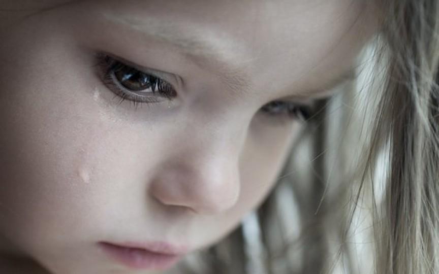 Scrisoare emoționantă: Nu vreau nici hăinuțe, nici telefoane, nici dulciuri. Aș vrea să vii acasă, mamă!