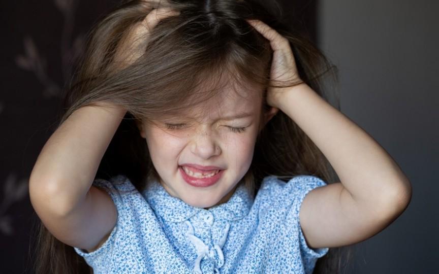 Tricotilomania la copii. Ce este și cum se tratează?