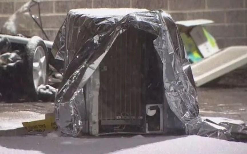 O fetiță de doi ani a murit strivită de un aparat de aer condiționat căzut peste cărucior