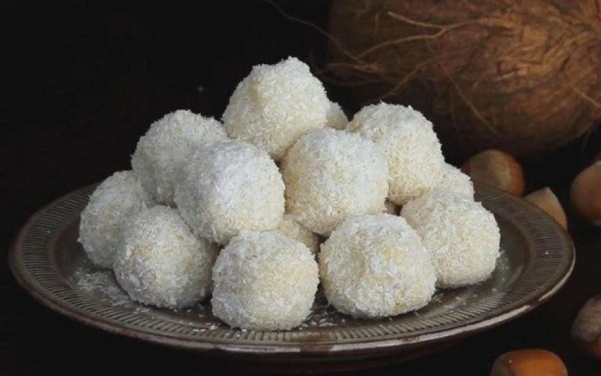 Rețeta simplă de bomboane Raffaello ce pot fi făcute acasă