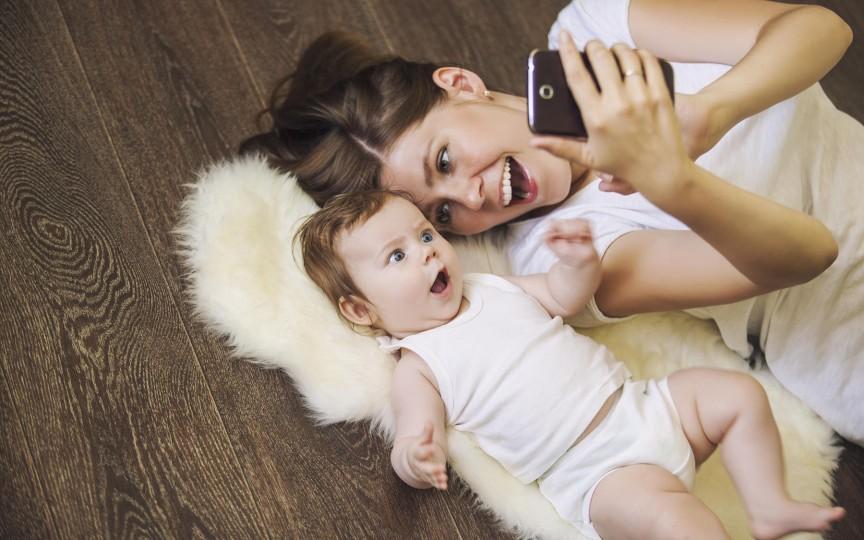 Părinții care-și expun copiii pe Facebook ar putea primi amendă