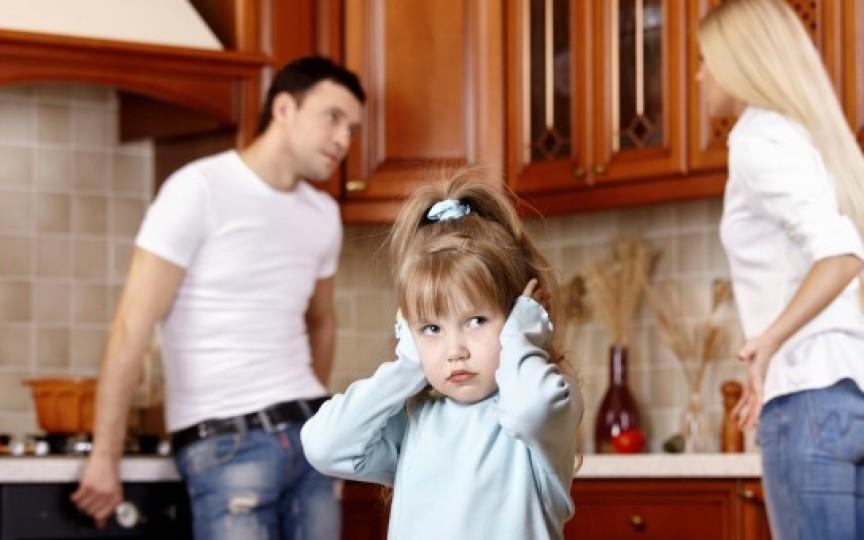 Copiii cu părinți divorțați sunt de două ori mai predispuși îmbolnăvirilor, conform unui studiu