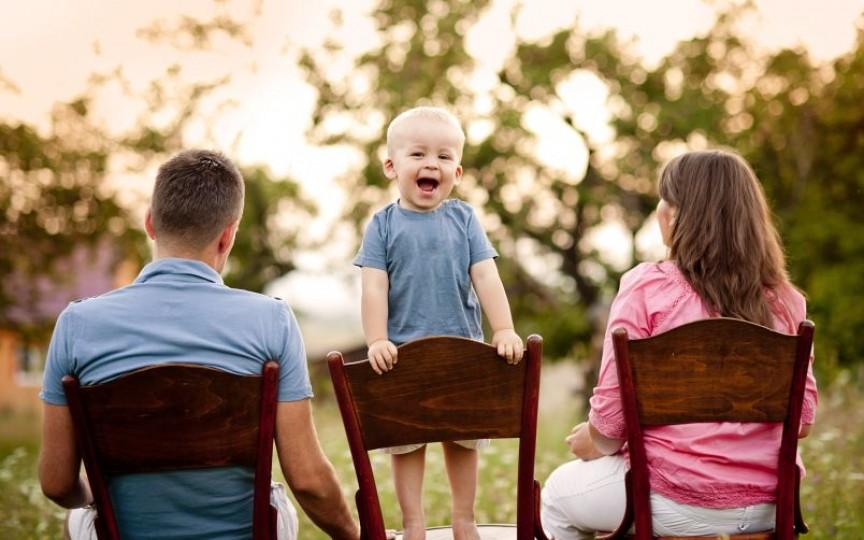 Sfaturi importante pentru părinții adoptivi de la copii adoptați