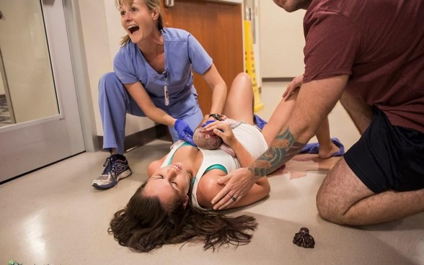 A născut cel de-al 6-lea copil pe podeaua spitalului. Întregul proces a fost surprins în fotografii!