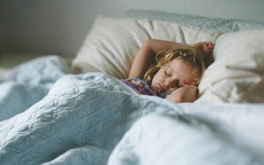 Sfaturi: Cum să îl înveți pe cel mic să doarmă singur
