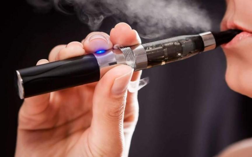 Vaporii țigărilor electronice – foarte toxici pentru copii