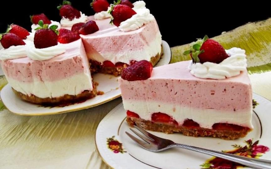 Un desert extraordinar - cheesecake cu căpșuni
