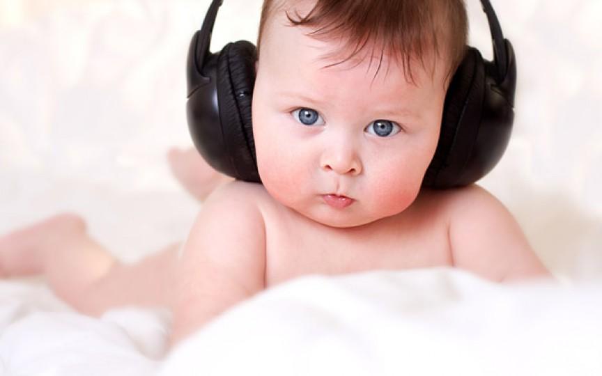 Cercetare: Muzica îi ajută pe copii să vorbească mai repede
