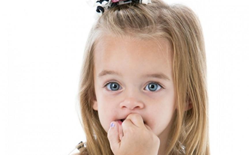 Ticurile nervoase la copii: unde greşesc părinţii şi ce e de făcut