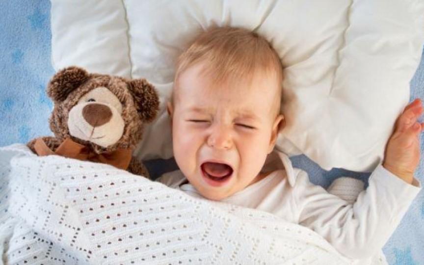 Copilul meu se trezește prea devreme. Ce e de făcut?