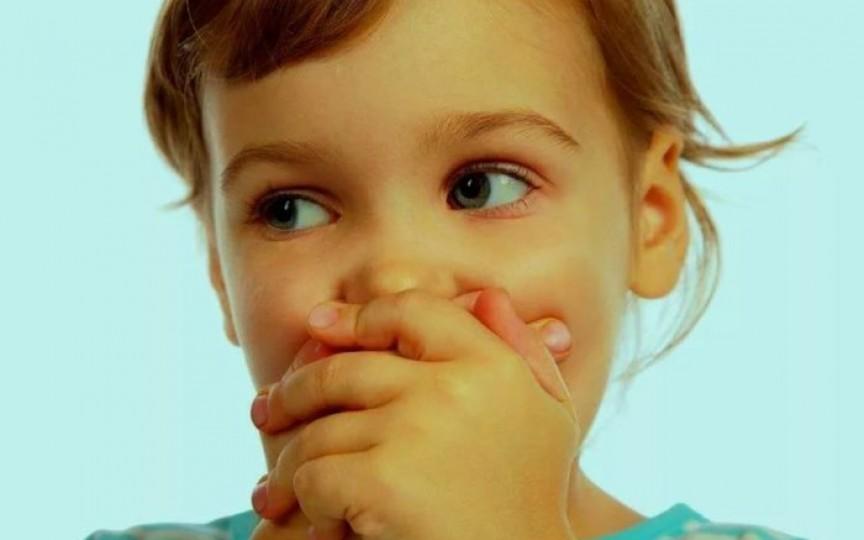 Injecții pentru stimularea vorbirii? Poveștile unor mame care au trecut prin așa ceva şi ce spun specialişti
