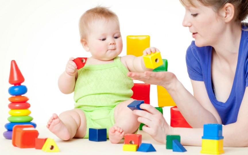 Jucăriile recomandate copiilor de la naștere și până la vârsta de 12 luni