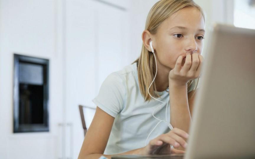 Un grup de tineri vor vizita zeci de şcoli pentru a le vorbi semenilor despre siguranţa online